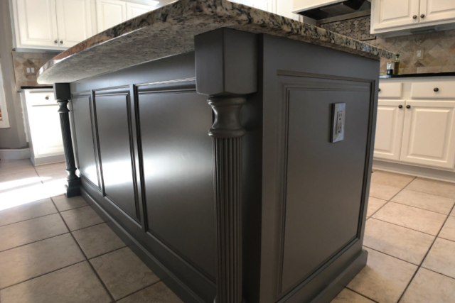 Kitchen island painted with Benjmain Moore Chelsea Grey